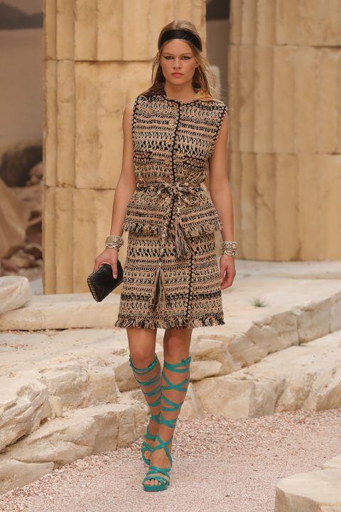Fashion model, Fashion, Fashion show, Runway, Clothing, Fashion design, Haute couture, Street fashion, Footwear, Knee,
