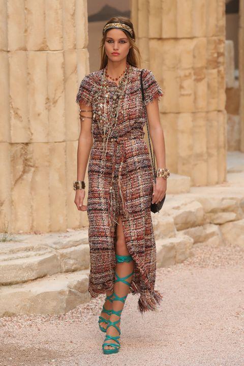 Fashion model, Clothing, Fashion, Plaid, Pattern, Fashion show, Dress, Tartan, Brown, Design,