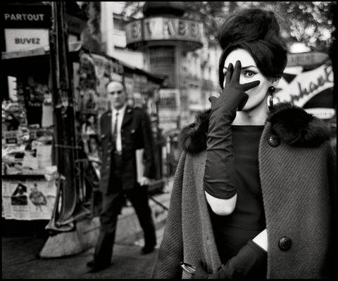 Photograph, Black-and-white, Monochrome, Black, Snapshot, Monochrome photography, Photography, Street, Interaction, Human,