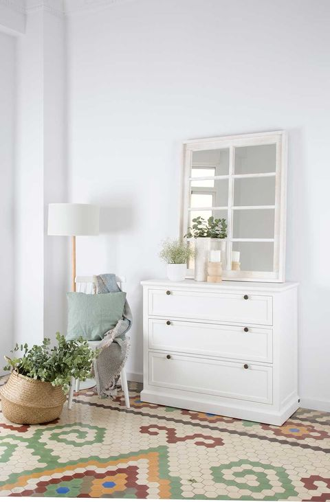 Wood, Room, Green, Interior design, Flowerpot, Flooring, Floor, Chest of drawers, Home, Wall,