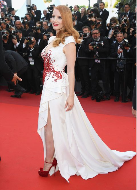 Red carpet, Gown, Carpet, Fashion model, Dress, Clothing, Flooring, Premiere, Shoulder, Fashion,