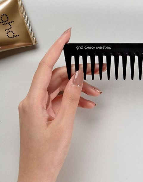 Finger, Nail, Hand, Hair accessory, Material property, Thumb, Comb, Fashion accessory,