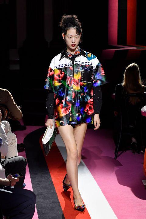 Leg, Human body, Shoulder, Fashion show, Human leg, Outerwear, Runway, Style, Fashion model, Carpet,
