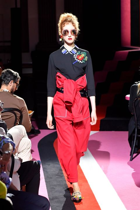 Style, Fashion show, Fashion model, Runway, Fashion, Model, Fashion design, Bag, Waist, Costume design,