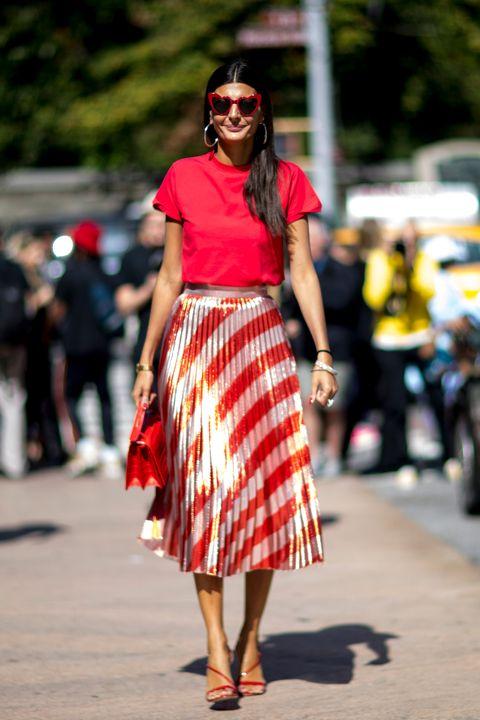 Clothing, Street fashion, Fashion, Eyewear, Waist, Shoulder, Pattern, Sunglasses, Plaid, Design,