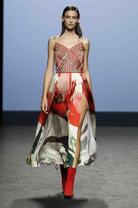 Fashion model, Runway, Fashion show, Fashion, Clothing, Fashion design, Dress, Summer, Neck, Haute couture,