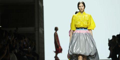 Fashion, Fashion show, Fashion model, Runway, Clothing, Fashion design, Yellow, Public event, Event, Textile,