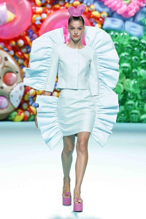 Fashion, Fashion model, Clothing, Fashion show, Pink, Runway, Haute couture, Fashion design, Spring, Dress,