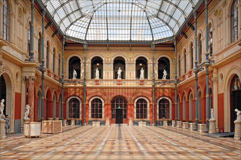Building, Architecture, Landmark, Palace, Arch, Arcade, Classical architecture, Facade, Tourist attraction, Column,