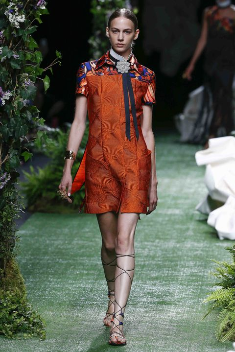 Fashion model, Fashion, Runway, Fashion show, Clothing, Orange, Spring, Shoulder, Haute couture, Fashion design,