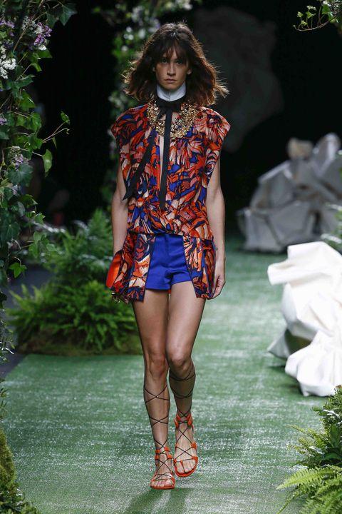 Fashion model, Runway, Fashion, Fashion show, Clothing, Spring, Footwear, Fashion design, Summer, Shoulder,