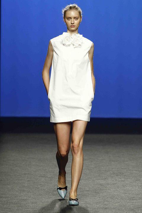 Fashion model, Fashion show, Fashion, Runway, Clothing, Shoulder, Blue, Fashion design, Footwear, Joint,