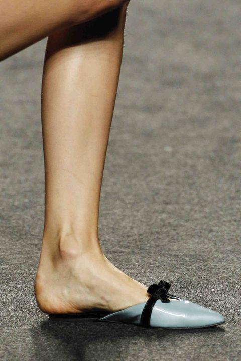 Human leg, Footwear, Leg, Shoe, Calf, Ankle, Foot, Joint, Human body, Toe,