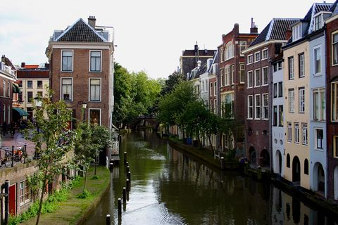 Canal, Waterway, Town, Neighbourhood, Water, Building, Channel, Property, Human settlement, Architecture,