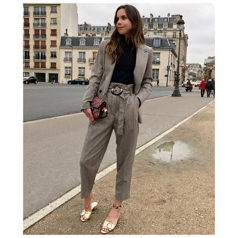 Clothing, Street fashion, Waist, Fashion, Jeans, Brown, Khaki, Snapshot, Footwear, Beige,