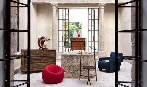 Muebles antiguos con piezas de diseño