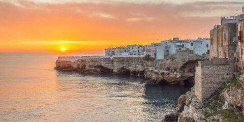 ¿Aceptarías 2.000 € por vivir en Puglia? Este alcalde italiano quiere saberlo