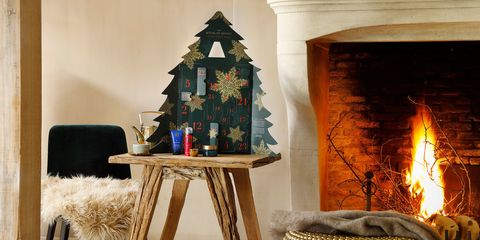 Hearth, Fireplace, Room, Furniture, Interior design, Table, Christmas tree, Living room, Home, Christmas decoration,