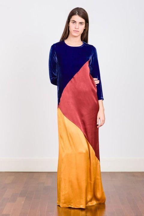 4e45f8141 Valentina Garí es una diseñadora de Barcelona que expresa su creatividad a  través de la moda con diseños que son ideales para brillar.
