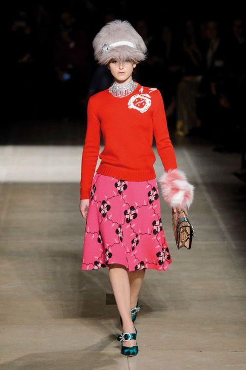 Jersey y falda evasé de punto de lana virgen, en la última colección de Miu Miu.