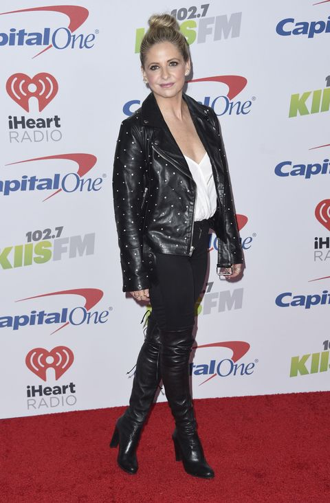 Sarah Michelle Gellar arrives at Jingle Ball at The Forum on Friday, Dec. 1, 2017, in Inglewood, Calif.