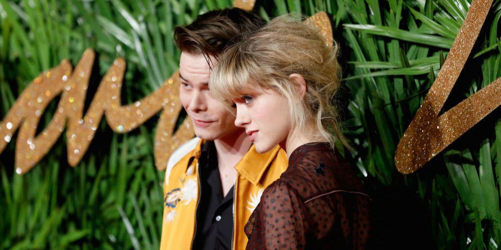 Charlie Heaton y Natalia Dyer posan como pareja oficial por primera vez