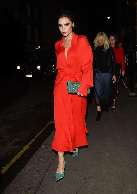 1b05ea575 Victoria Beckham fotos look negro rojo y verse glitter