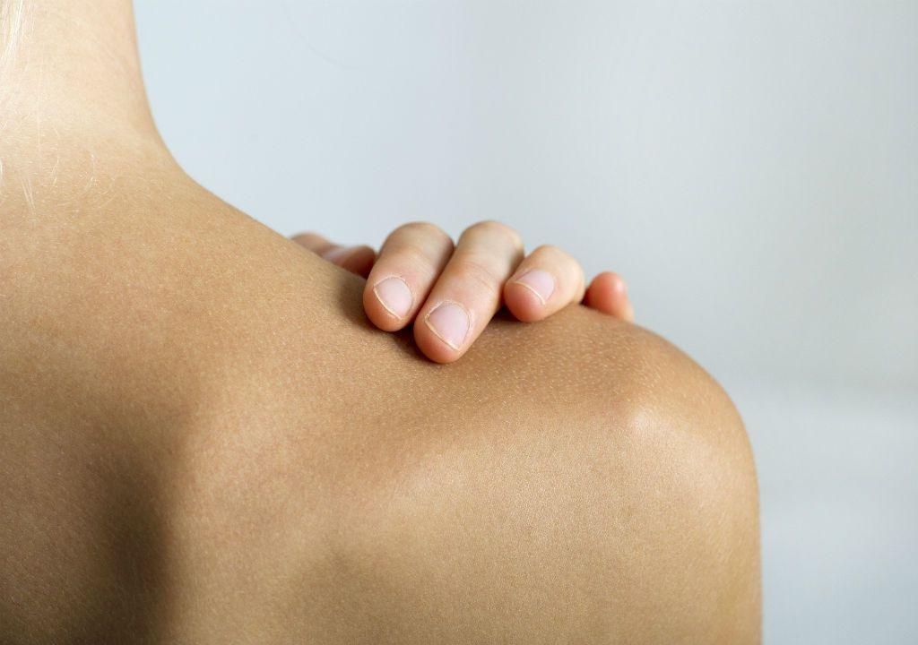 limpieza de espinillas en la espalda