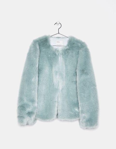30 abrigos de pelo sintético que encontrarás en Zara, Mango, Even & Odd, Stradivarius, Bershka, H&M y Topshop.