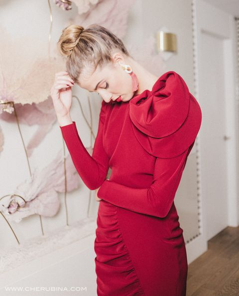 Red, Shoulder, Clothing, Pink, Skin, Beauty, Dress, Outerwear, Joint, Blond,