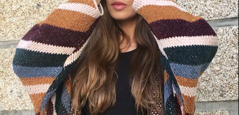 Hair, Clothing, Beauty, Brown, Outerwear, Pattern, Brown hair, Hairstyle, Beige, Lip,