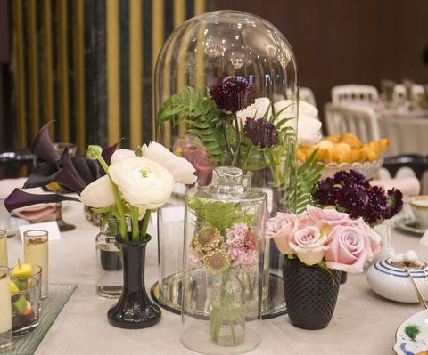 Centrepiece, Flower Arranging, Flower, Floristry, Floral design, Artificial flower, Cut flowers, Plant, Table, Tableware,