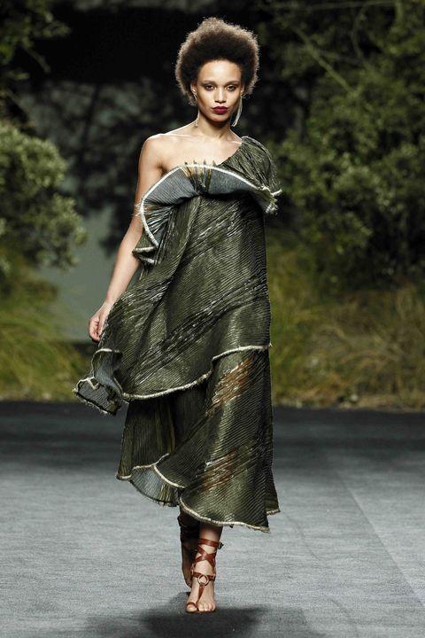 Fashion model, Clothing, Fashion, Dress, Fashion show, Shoulder, Fashion design, Beauty, Formal wear, Runway,