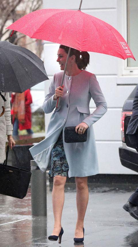 Umbrella, Clothing, Street fashion, Fashion, Fashion accessory, Leg, Sunglasses, Rain, Footwear, Eyewear,