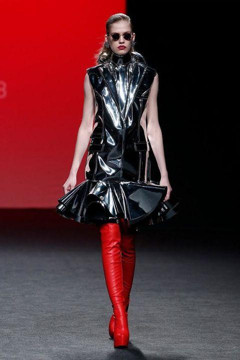 Fashion model, Fashion, Clothing, Runway, Latex clothing, Fashion show, Latex, Footwear, Haute couture, Leggings,