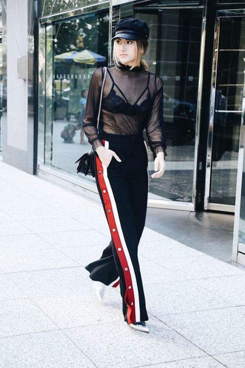aef9445057 Looks que tienen las claves para lucir el pantalón con raya lateral  deportiva.