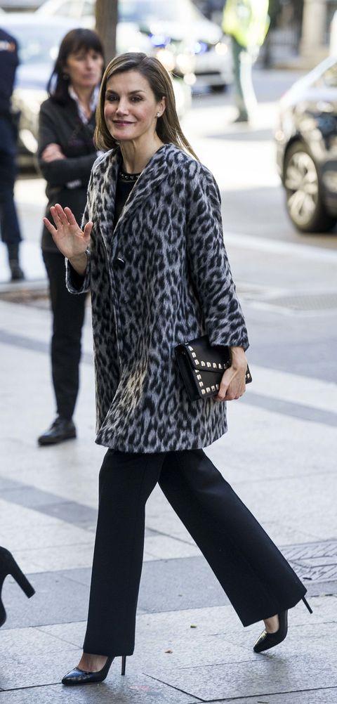 Clothing, Street fashion, Black, Fashion, Footwear, Snapshot, Tights, Hairstyle, Outerwear, Leg,