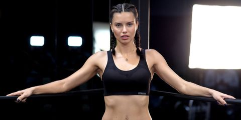 Undergarment, Physical fitness, Beauty, Sports bra, Shoulder, Muscle, Abdomen, Fitness professional, Model, Arm,