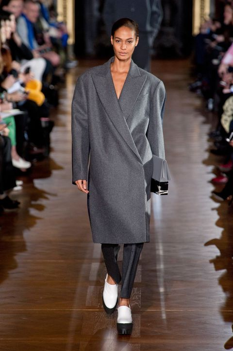 Fashion show, Sleeve, Event, Shoulder, Runway, Joint, Outerwear, Fashion model, Style, Coat,