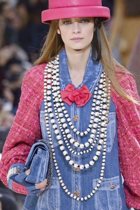 Style, Fashion accessory, Street fashion, Headgear, Costume accessory, Fashion, Blond, Fashion design, Necklace, Sun hat,