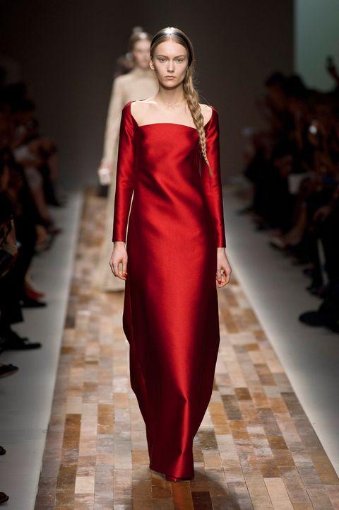 Fashion show, Shoulder, Runway, Joint, Fashion model, Dress, Style, One-piece garment, Waist, Fashion,