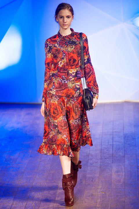 Blue, Fashion show, Style, One-piece garment, Fashion model, Dress, Electric blue, Fashion, Runway, Pattern,