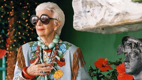 Eyewear, Vision care, Glasses, Holiday, Floristry, Floral design, Christmas, Cut flowers, Flower Arranging, sunflower,