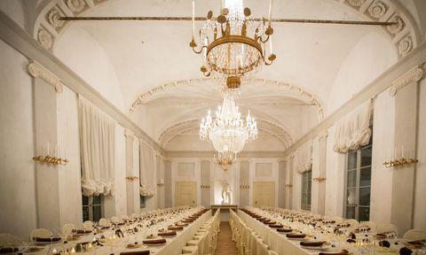 Interior design, Lighting, Room, Tablecloth, Light fixture, Ceiling fixture, Hall, Chandelier, Ceiling, Interior design,