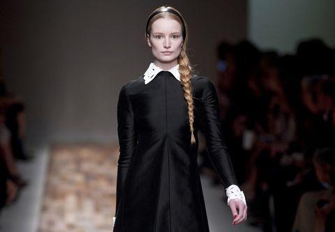 Collar, Style, Formal wear, Fashion model, Fashion accessory, Fashion, Headpiece, Blond, Model, Fashion show,