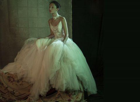 f2554df840 Giovedi 26 febbraio dalle 18 alle 20 lo stilista Roberto Formentini del  brand sposa Iris Noble incontra le future spose nell'atelier milanese  Scenari Sposa.