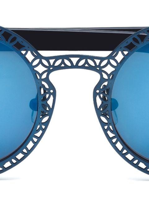 Eyewear, Vision care, Blue, Aqua, Electric blue, Goggles, Azure, Cobalt blue, Eye glass accessory, Reflection,