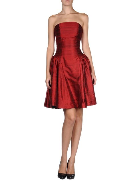 Dress, Shoulder, Joint, Red, One-piece garment, Standing, Formal wear, Cocktail dress, Waist, Day dress,