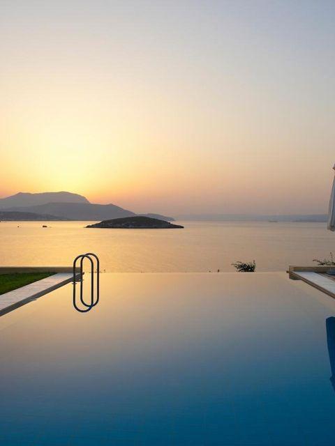 Body of water, Water, Landscape, Coastal and oceanic landforms, Sunset, Horizon, Dusk, Sunrise, Evening, Sunlight,