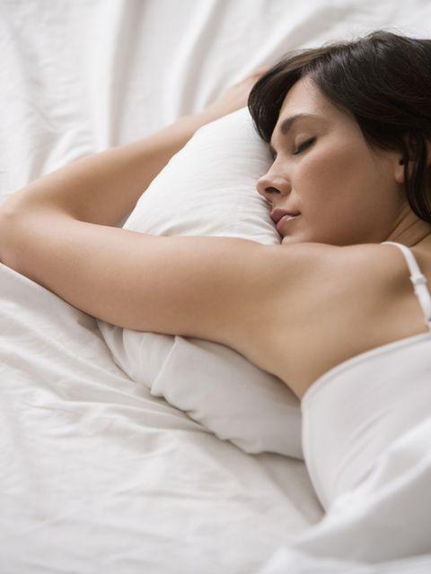 Comfort, Skin, Shoulder, Elbow, Eyelash, Linens, Beauty, Neck, Black hair, Bedding,
